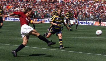 Roma, Stadio Olimpico, 17 giugno 2001. Roma-Parma 3-1, partita scudetto
