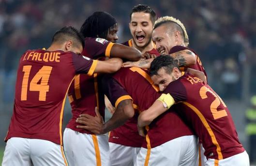 AS Roma's Maicon celebrates with his teammates after scoring the 2-0 during the Italian Serie A soccer match between AS Roma and Udinese at the Olimpico stadium in Rome, Italy, 28 October 2015. ANSA/ETTORE FERRARI © ANSA [http://goo.gl/blKczy]